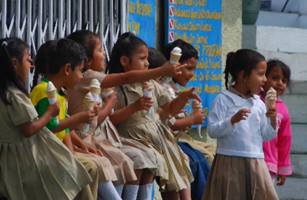 Galapagos People: School Children