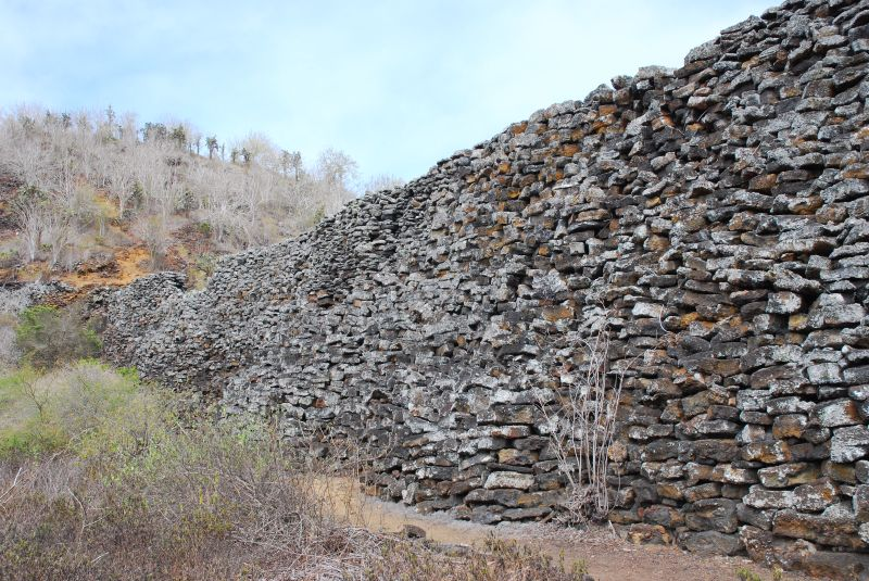 Galapagos Places: The Wall of Tears on Isabela island (by Andy Hares, Creative Common 2.0)