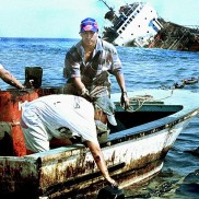 Galapagos People: Jessica Oil Spill 2001 © Agence-France Presse